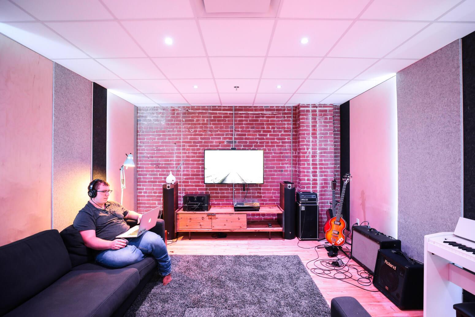 Shutterstock Montreal Office Killer Spaces-15