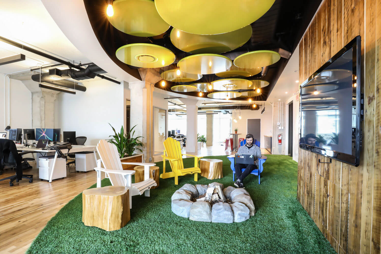 Shutterstock Montreal Office Killer Spaces-3